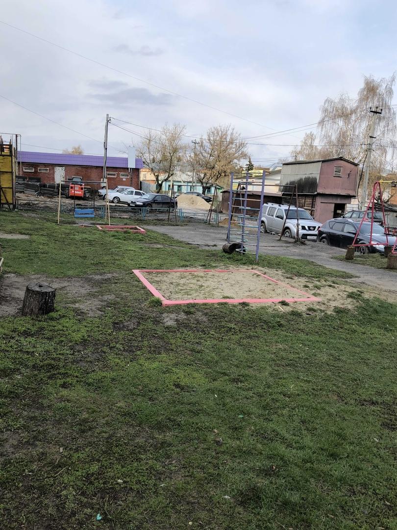 Обустройство детской площадки в г. Венев, во дворе домов ул. Бундурина, 2 и ул. Красноармейская,1